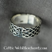 Celtic ring with knot motive