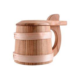 jarra de cerveza de madera con tapa