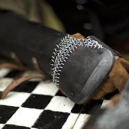 Unterarmschienen mit Kettenhemd, patiniert