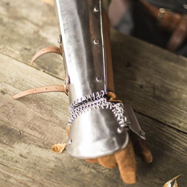 Epic Armoury Vambraces med chainmail