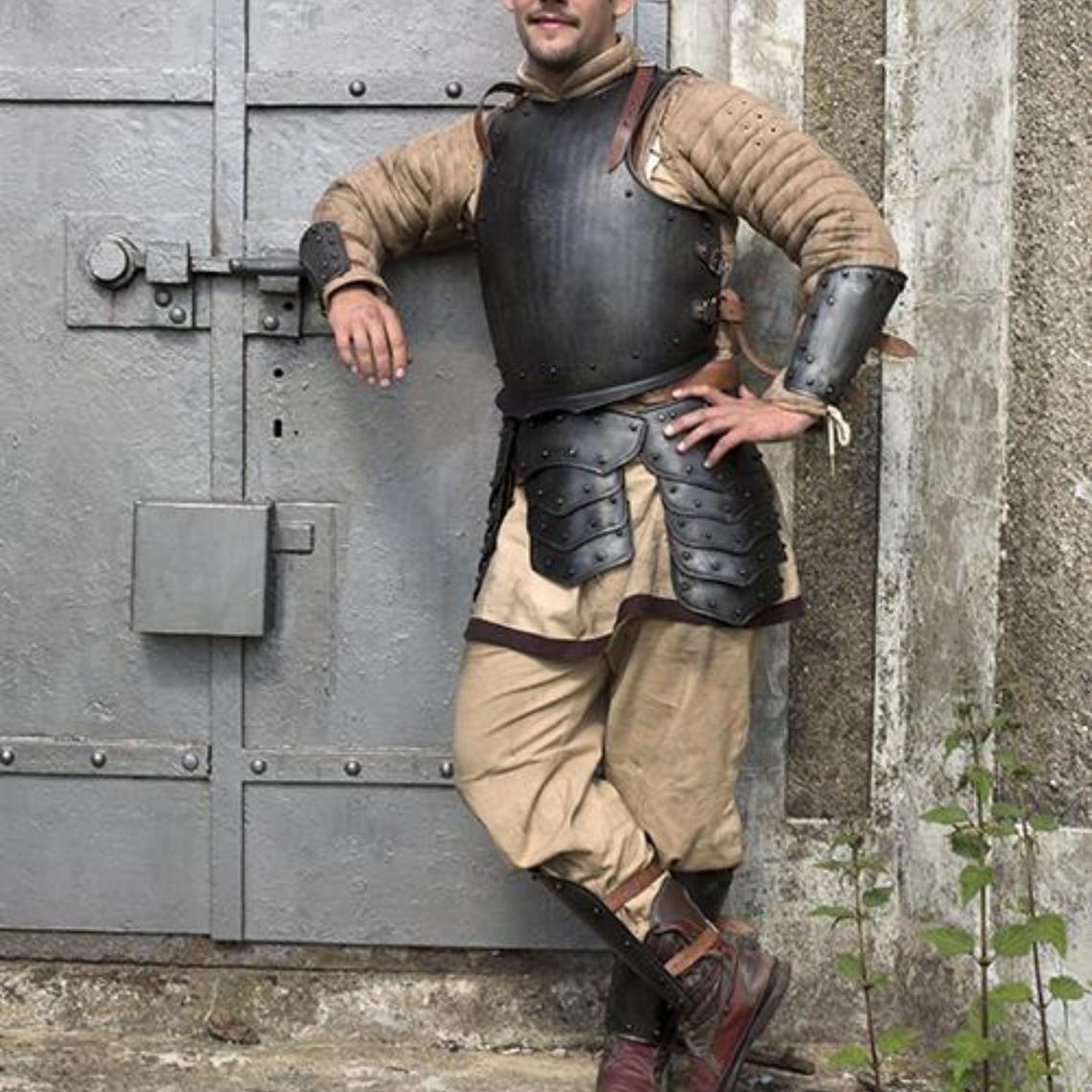 Epic Armoury Cuna medieval con remaches patinados.