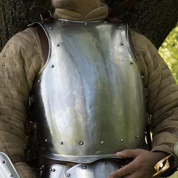 Epic Armoury Medeltida cuirass med nitar
