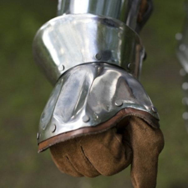 Epic Armoury Hourglass half-gauntlets Nurnberg