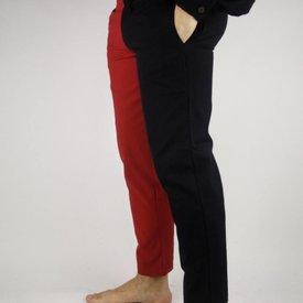 Laat 14de eeuwse broek Mi parti, rood-wit