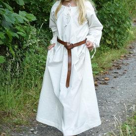 Kinder kleiden Matilda, natürliche