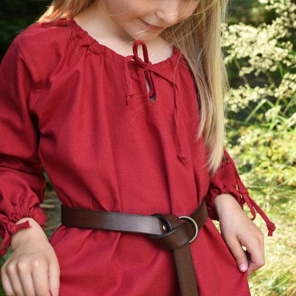 Dzieci ubierają Matilda, czerwony