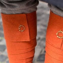 Hooks & fibulae for leg wrappings