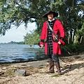 Leonardo Carbone Cappotto pirata in velluto, rosso-nero