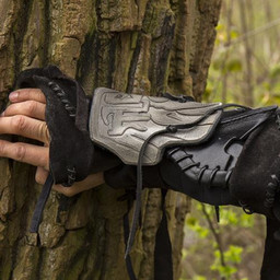 brazal Dark Elf, el brazo derecho