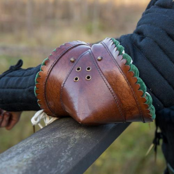Epic Armoury Paar Leder couters, braun-Groen