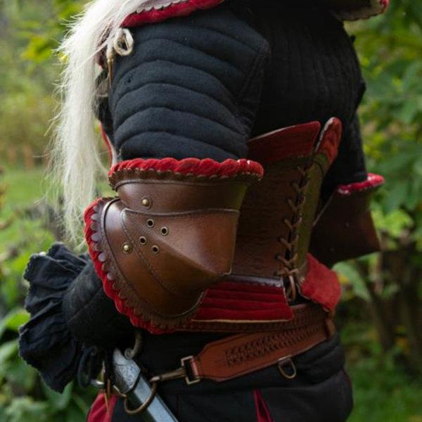 Epic Armoury Par læder couters, brun-rød