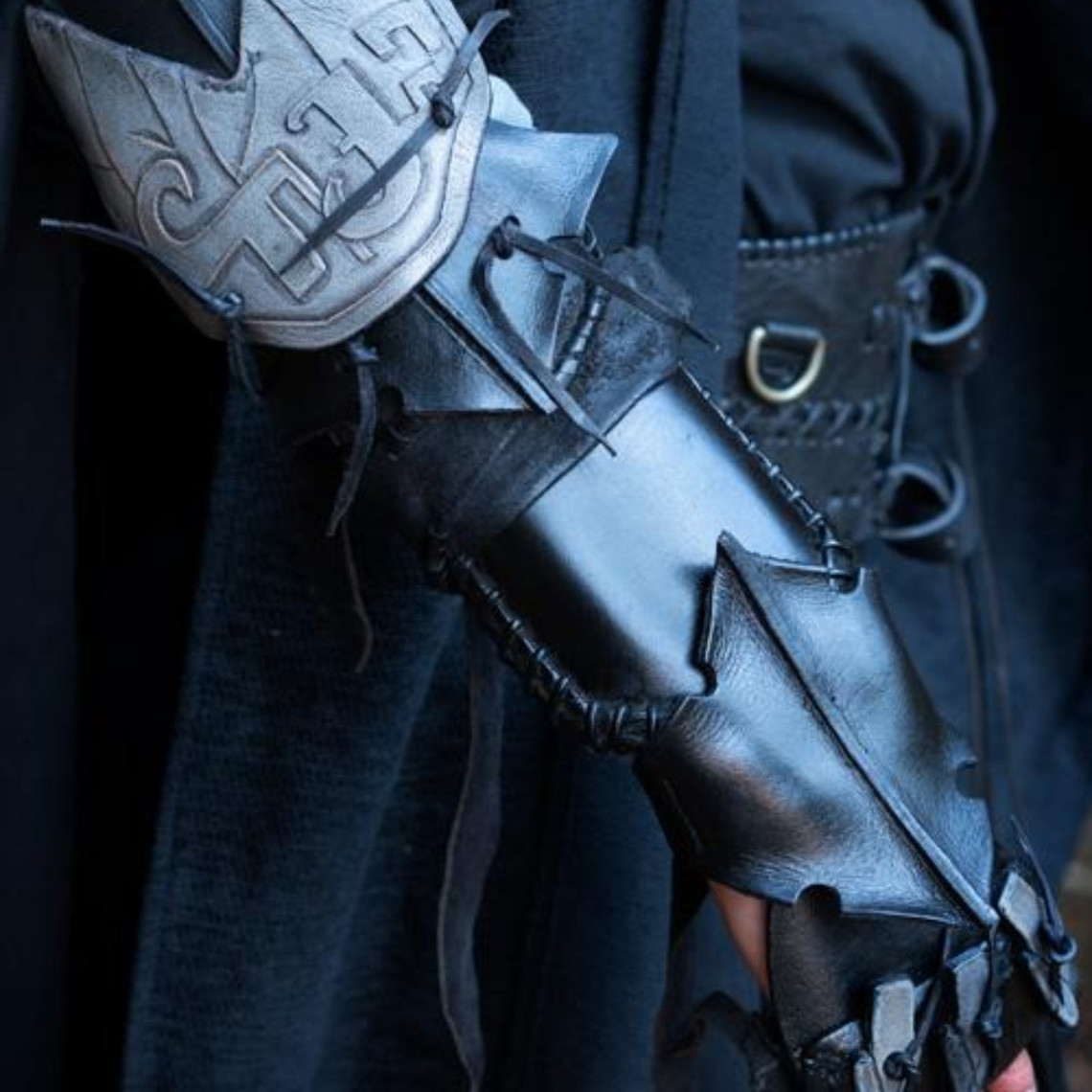 Epic Armoury Bracer Claw, right hand