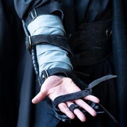 Bracer Pazur, prawa ręka