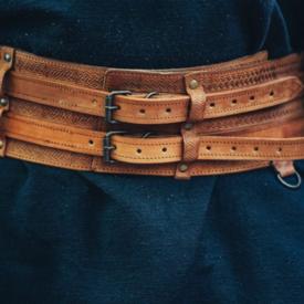 Leonardo Carbone cinturón celta Ruari, de color marrón claro