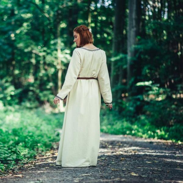 Leonardo Carbone Vroegmiddeleeuwse jurk Aelswith, naturel