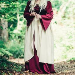Robe Aurora de la fin du Moyen Age, rouge naturel