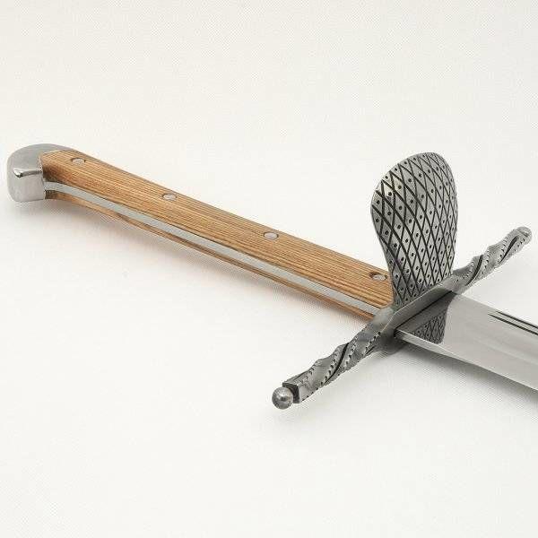 Grosses Messer met schelpvormige stootplaat