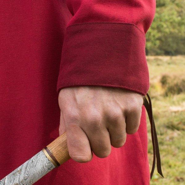 Tidlig middelalderlig kaftan Njord, rød
