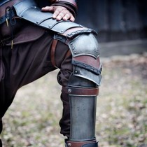 Epic Armoury Rogue greaves with poleyns, bronzed