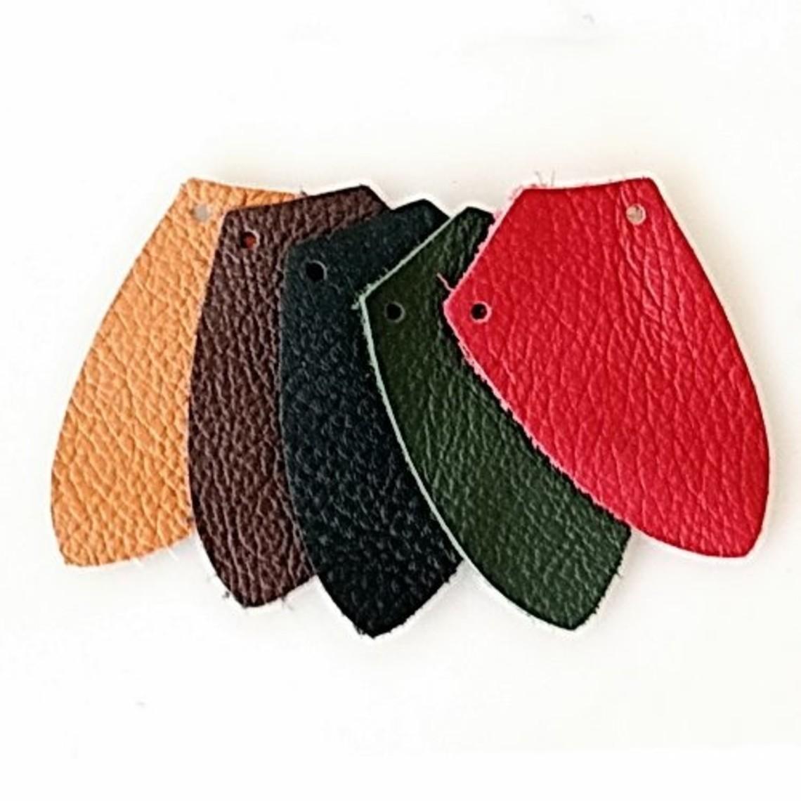 50x napa pieza en forma de escudo para la armadura de escamas, de color marrón oscuro