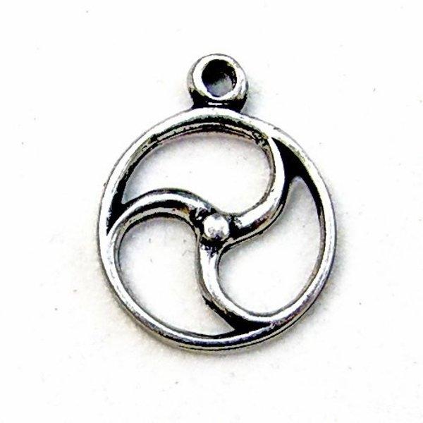 Celtic sol amulett, försilvrade