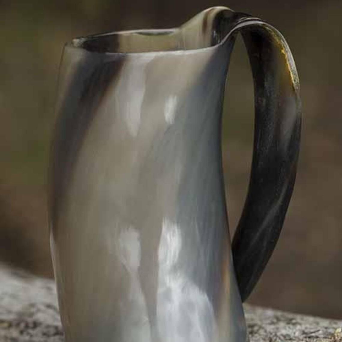 Epic Armoury tazza Horn con l'orecchio 0,5L, luce