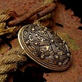 Schildbroche Oseberg, brons, prijs per stuk