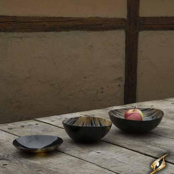 Epic Armoury Set 2 horn bowls & 1 plate