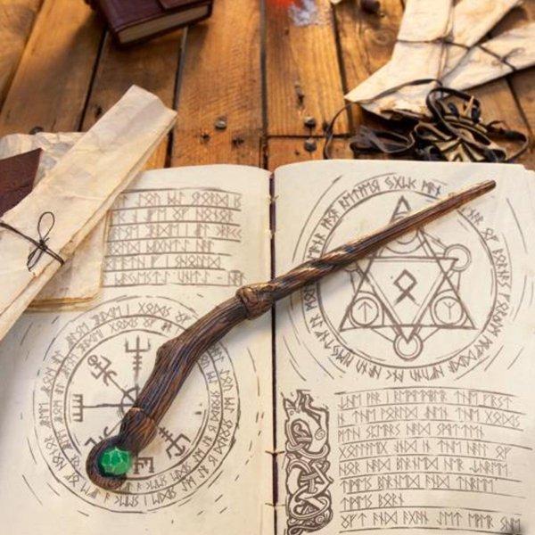 Epic Armoury Bacchetta Druid, marrone