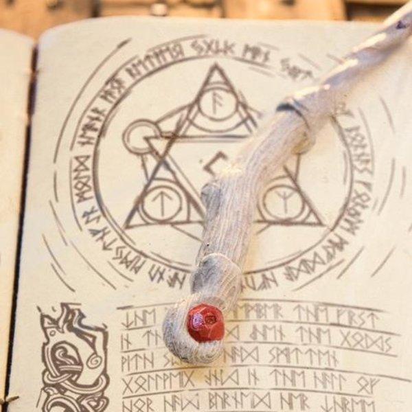 Epic Armoury Bacchetta Druid, bianco