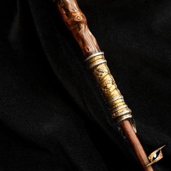 Epic Armoury Bacchetta Eldritch, marrone