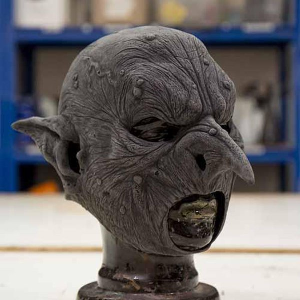 Epic Armoury Ondsindet goblin maske, umalet