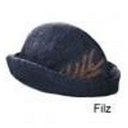 Hat with feather, cream
