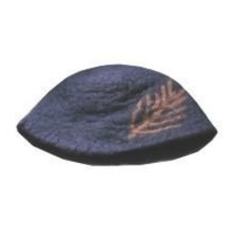 Hat with feather, black