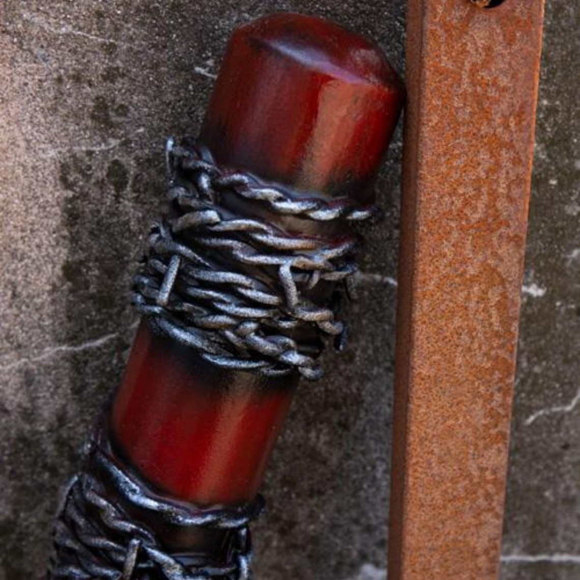 Epic Armoury LARP honkbalknuppel prikkeldraad, 80 cm, rood