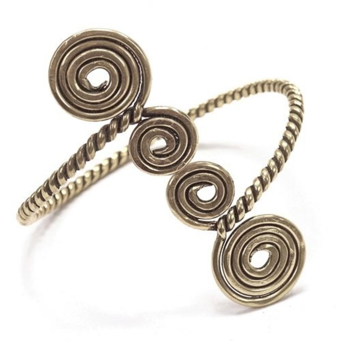 Keltische bovenarmband met spiralen, verzilverd