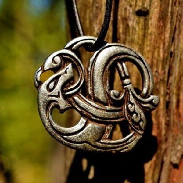 Viking drakenamulet verzilverd