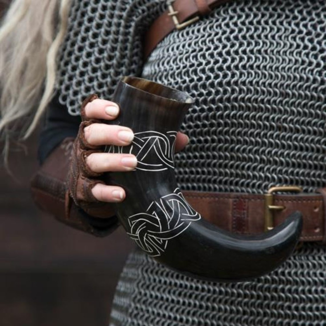 Epic Armoury Drinking horn Tara with Celtic knots, light