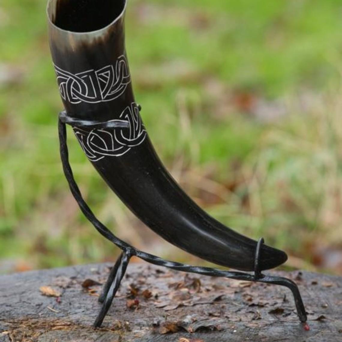 Epic Armoury Trinkhorn Tara mit Keltischem Knoten, Licht