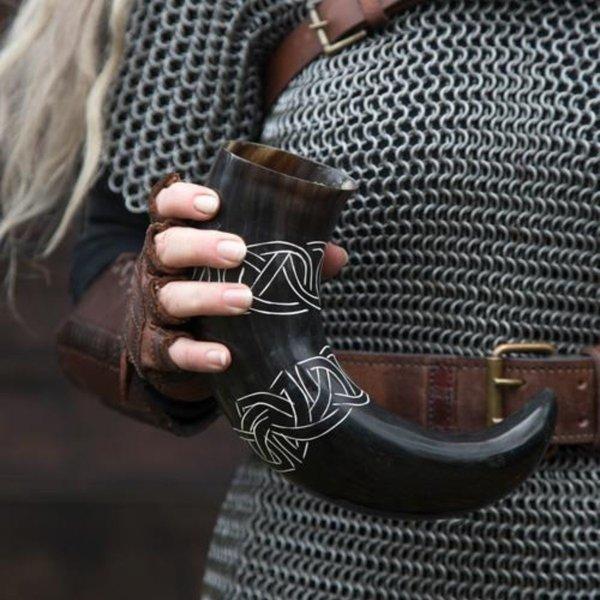 Epic Armoury Drinkhoorn Tara met Keltische knopen, donker