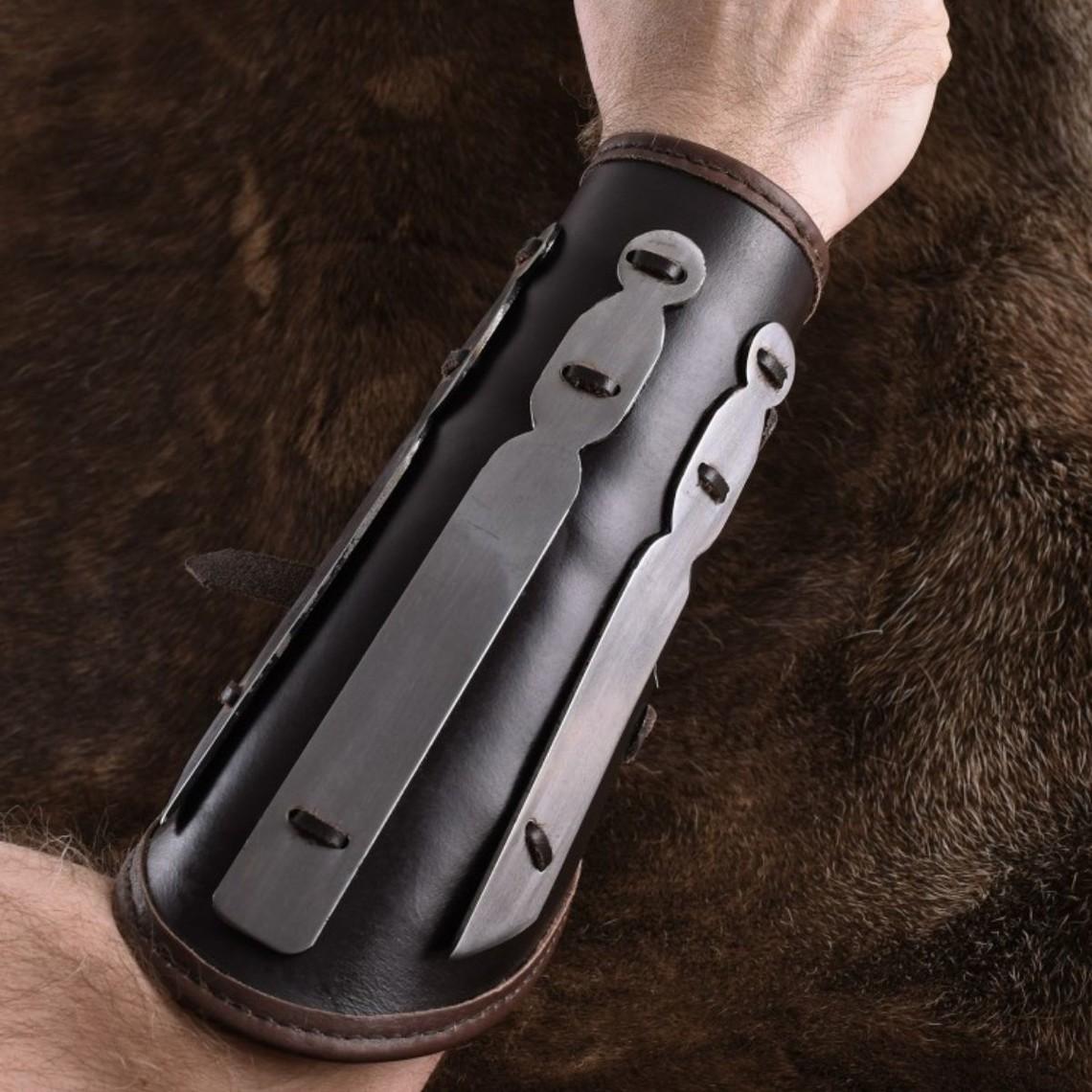 Ulfberth Leren armbeschermer met metalen strips Aerdwulf