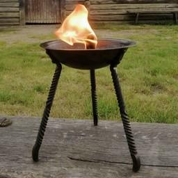 Small tripod fire bowl