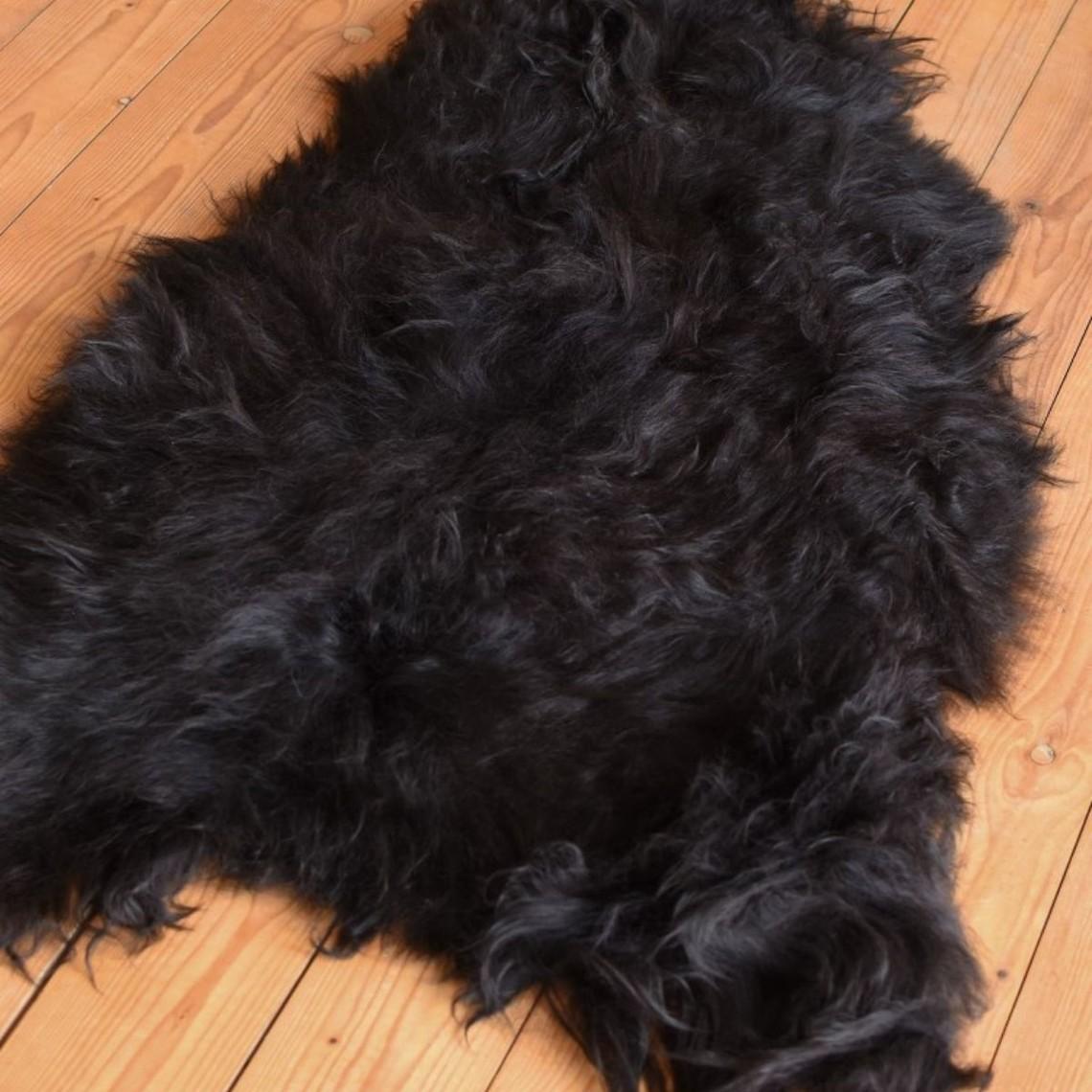 piel de oveja escandinava negro