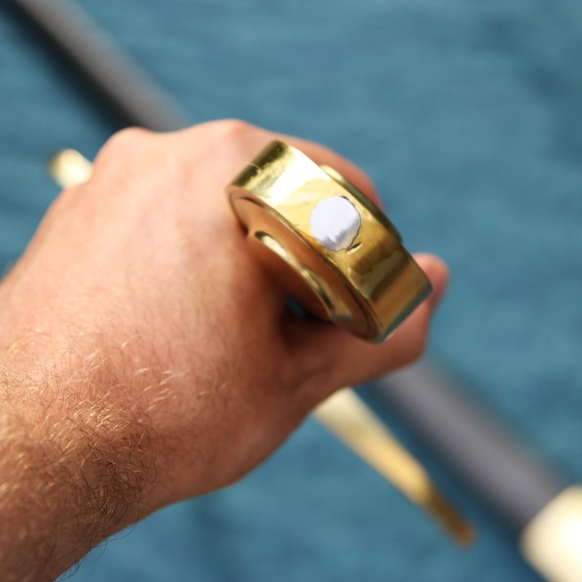 Windlass Steelcrafts Zweihandschwert kampfbereit mit Scheide gemildert