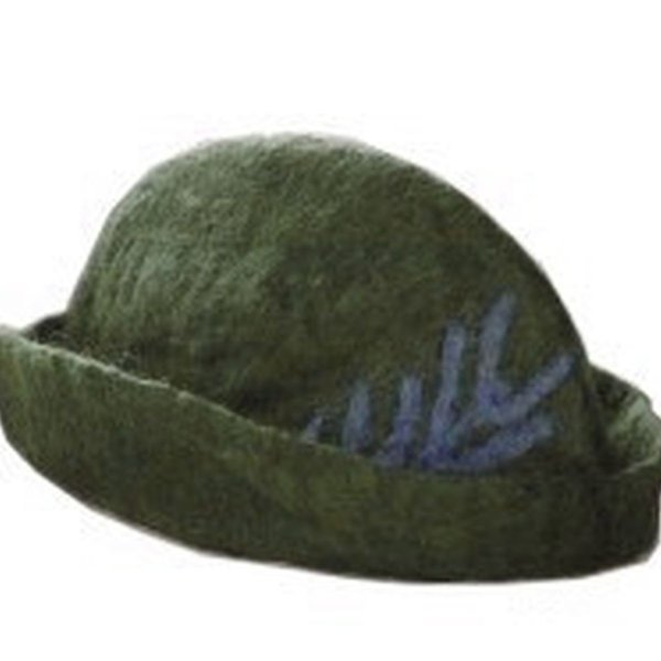 Hat with feather, green