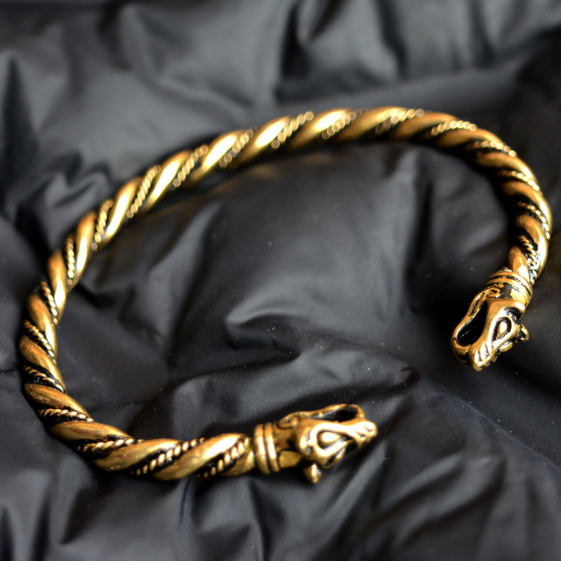 Viking bransoletka z głowy wilka