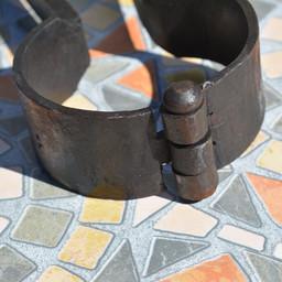 Medieval hand-cuffs