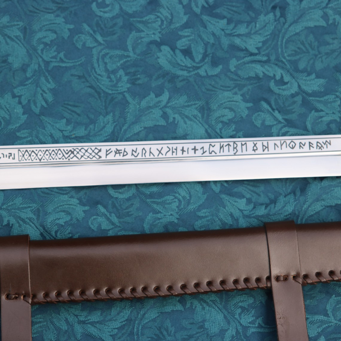 Windlass Steelcrafts seax vikingo con runas Museo Británico