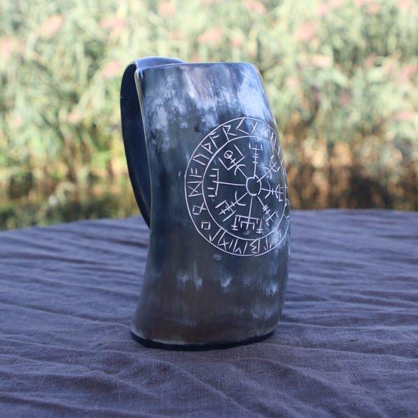 Epic Armoury Tasse en corne Viking Vegvisir foncé 0,5L