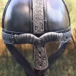 Casco vikingo con los dragones